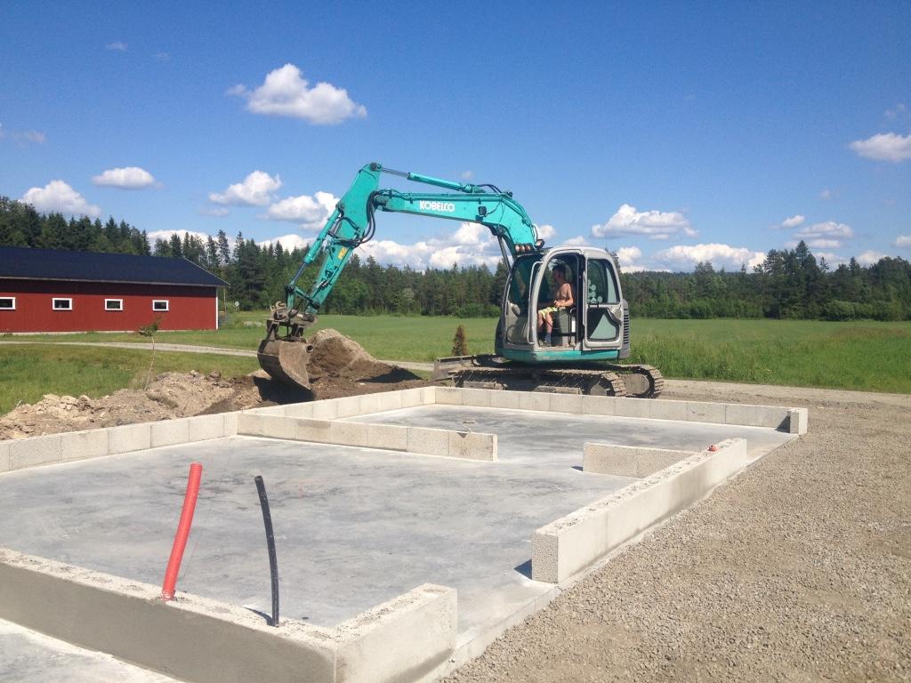 Riving av bygg, Rive hus eller uthus, Garasje, Graving, Planering, Bygge grunnmur, leie graver Aremark, Rakkestad, Mysen, Askim
